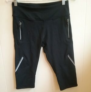 FABLETICS BLACK CROPPED LEGGINGS.  SIZE SMALL